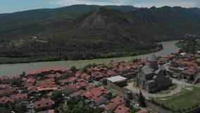 古老教会Sveti Tskhoveli空中录影  乔治亚,姆茨赫塔 接近的飞行到修道院 影视素材