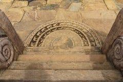 古老斯里兰卡的半圆石平板或月长石 免版税库存图片