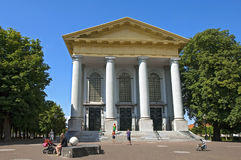 古老新的教会的人们在济里克泽 库存图片