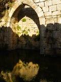 古老曲拱和水库,猎人堡垒,以色列 免版税库存照片