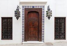 古老木门和窗口 免版税库存照片
