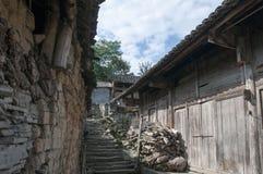 古老村庄胡同  免版税库存照片