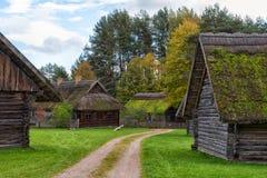 古老村庄,木房子,立陶宛 库存图片