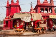 古老杜尔加寺庙的红色墙壁 库存照片
