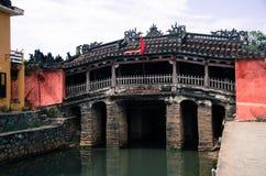 古老桥梁在会安市 免版税图库摄影