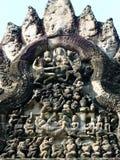 古老楣石石雕刻在吴哥窟 图库摄影