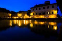 古老热量浴在Bagno Vignoni,意大利 库存照片