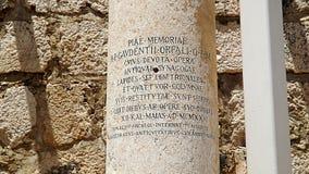 古老犹太教堂的柱子在Capernaum,以色列 图库摄影