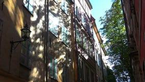 古老狭窄的街道在中央斯德哥尔摩 老城镇 股票视频
