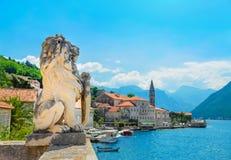 古老狮子雕象在Perast镇,科托尔海湾,黑山, Europ 免版税库存图片