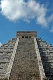 古老玛雅金字塔视图 免版税库存图片