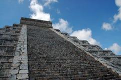 古老玛雅金字塔视图 库存照片