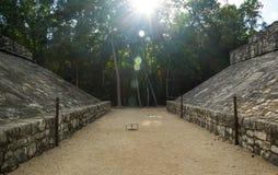 古老玛雅建筑在晚上,墨西哥 库存图片