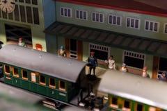 古老玩具火车的安排 库存照片
