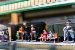 古老玩具火车的安排 免版税库存照片
