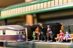 古老玩具火车的安排 免版税库存图片