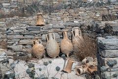 古老瓦器酒油罐在海岛上的废墟发现了  免版税图库摄影