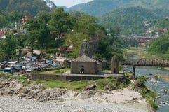 古老石印度寺庙的看法在曼迪市 喜马偕尔邦,印度 免版税库存图片