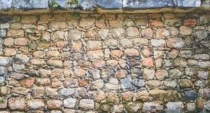 古老石墙 免版税图库摄影