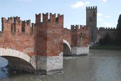 古老石桥梁城堡维罗纳 免版税库存照片