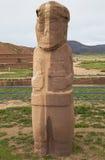古老石头被雕刻的雕象在蒂亚瓦纳科 免版税图库摄影