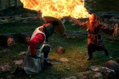 古老神秘的骑士争斗 免版税库存图片