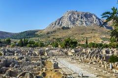 古老科林斯湾,希腊废墟  免版税图库摄影