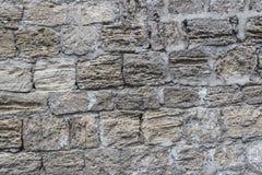 古老粉碎的石头位于老堡垒墙壁 免版税库存图片