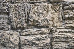 古老粉碎的石头位于老堡垒墙壁 库存图片