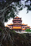 古老结构瓷中国人寺庙 免版税图库摄影