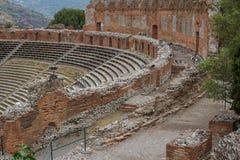 古老罗马剧院的废墟在陶尔米纳,西西里岛海岛 免版税库存照片