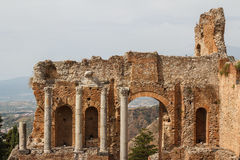 古老罗马剧院的废墟在陶尔米纳,西西里岛海岛 免版税图库摄影