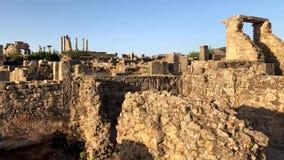 古老罗马寺庙近Volubilis废墟到梅克内斯,摩洛哥,非洲 股票录像