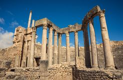 古老罗马废墟,历史纪念碑 剧院在突尼斯 旅途 免版税库存照片