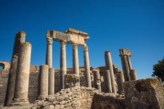 古老罗马废墟,历史纪念碑 剧院在突尼斯 旅途 库存照片