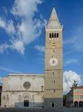 古老罗马式城市塔, 13世纪在科佩尔在Sloveni 图库摄影