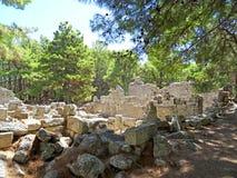古老罗马式建筑石头废墟  免版税库存图片