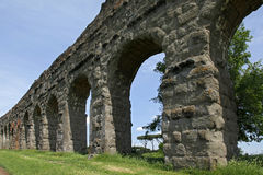 古老罗马渡槽,罗马石曲拱  免版税库存图片