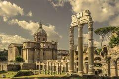 古老罗马论坛的减速火箭的样式图象在罗马,意大利 图库摄影