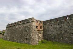 古老背景砖cloudscape严重的楼层中世纪老概略的纹理铺磁砖了墙壁 古老中世纪墙壁 免版税库存图片