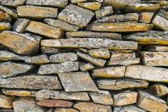 古老自然石墙样式特写镜头 免版税库存图片