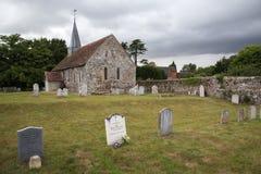 古老英国教会在乡下 免版税库存图片