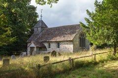 古老英国教会在乡下 免版税图库摄影