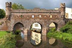 古老荷兰城市门Berkelpoort在聚特芬 免版税库存图片