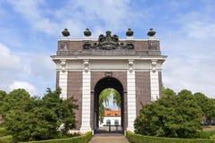 古老荷兰城市门Koepoort在米德尔堡 免版税库存照片