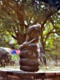 古老菩萨在寺庙Wat Mahathat阿尤特拉利夫雷斯泰国被切除了 免版税图库摄影