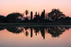 古老菩萨雕象。Sukhothai历史公园 免版税库存照片
