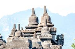 古老菩萨雕象和stupa在婆罗浮屠寺庙在Yogyakart 免版税库存照片