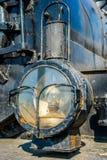 古老蒸汽机车的车灯的特写镜头视图 宠物 免版税图库摄影