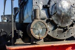 古老蒸汽机车的车灯 石油灯和a 免版税库存照片